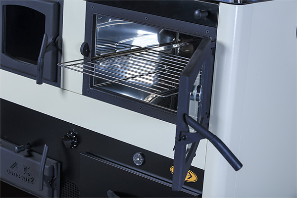 Soba de gatit pe lemn cu incalzire centrala Concept 2 - vedere cuptor cu usa deschisa