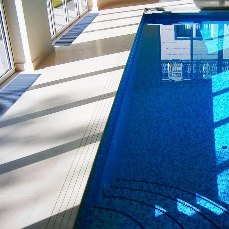 Ventiloconvector montat in pardoseala RADOX RCF - exemplu de montaj la piscine